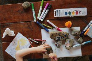 bambino gioca e si rilassa dopo la scuola al VSE